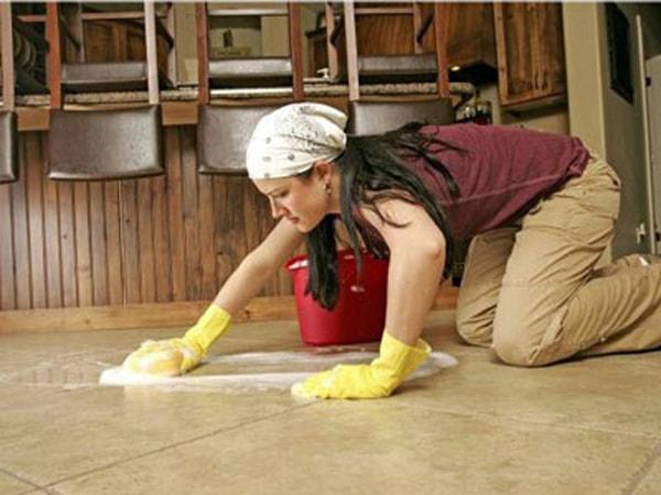 Để sàn luôn mới và bền đẹp cần phải biết vệ sinh đúng cách.