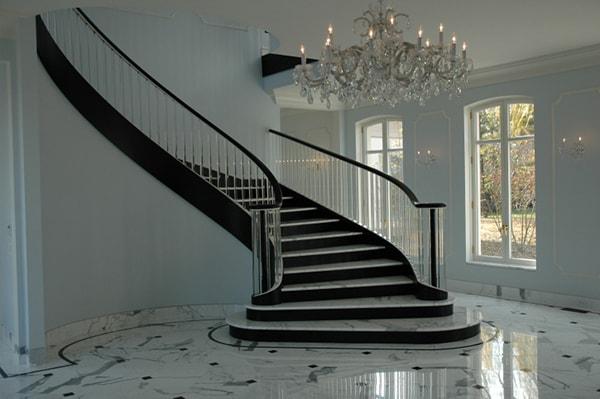 Cầu thang dáng cong là tốt nhất