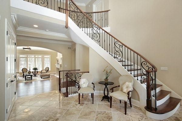 Vị trí tốt nhất cho cầu thang theo phong thủy chính là ở bên phải hoặc bên trái ngôi nhà
