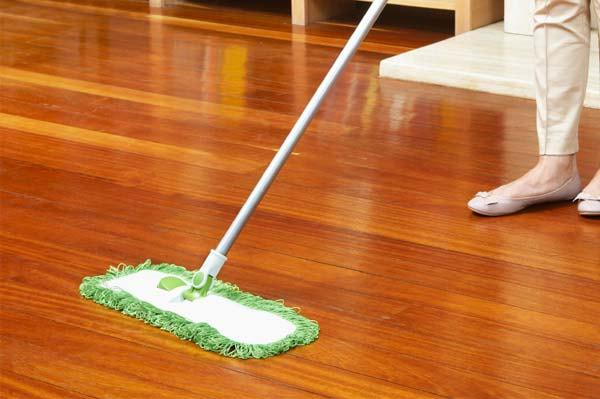 5 bước làm sạch sàn gỗ đón Tết