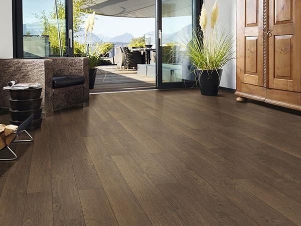 Nên chọn sàn gỗ hay sàn nhựa