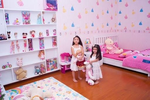 Phòng ngủ con gái Quyền Linh với màu hồng dễ thương