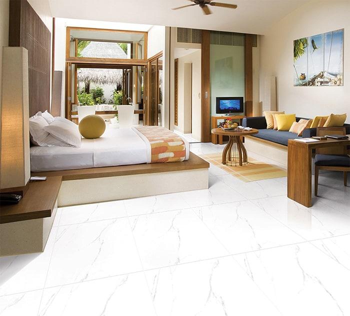 Gạch màu trắng giúp căn phòng như rộng ra
