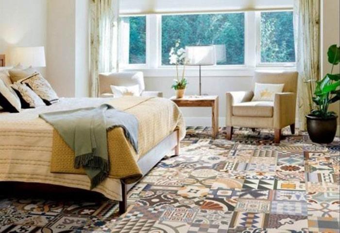 Gạch màu sắc và hoa văn độc đáo cho căn phòng có phong cách hơi hướng châu Âu