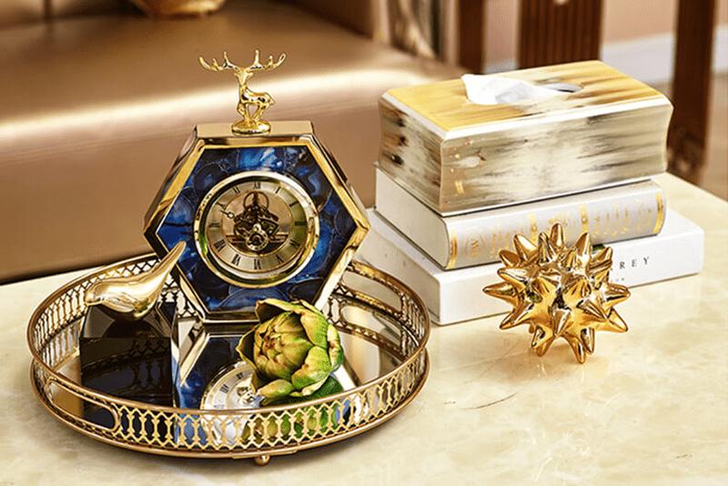 Đồng hồ để bàn hươu vàng